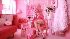 """老奶奶生平追求""""粉赤色"""",34年花800万买粉色,真正的粉红女郎!"""