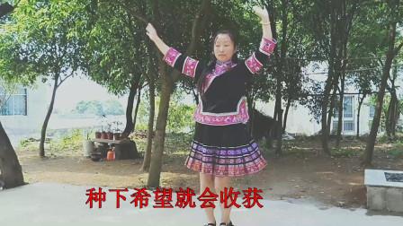 广场舞¡¶小苹果¡·表演£º静林