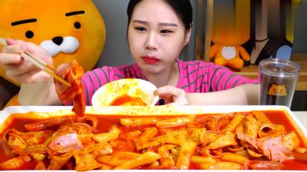 韩国大胃王卡妹,吃一大桌麻辣美食,天天这么吃菊部受得了吗?