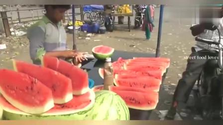 印度街头美食, 印度小孩街头卖西瓜, 这刀工, 这技术, 厉害了!