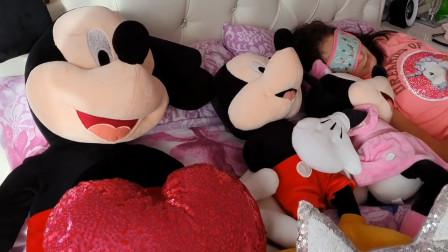 米奇跟米妮到底跑去哪里呢?萌寶小蘿莉能找到嗎?趣味玩具故事