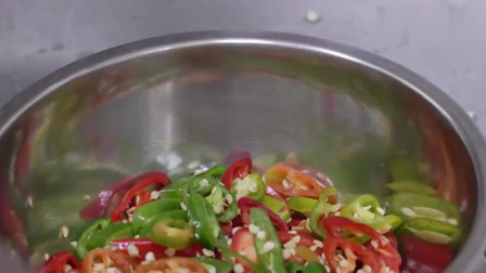 《韩国农村美食》韩国大妈做晚餐,自制泡菜,恕我直言,一大碗辣椒,真的太辣了
