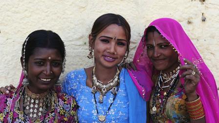 印度女性的地位正在崛起!印度政客们为了选票,争相向女性献媚