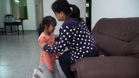 女子7年前捡回一女婴,如今亲生父母找来,万般不舍的将孩子归还