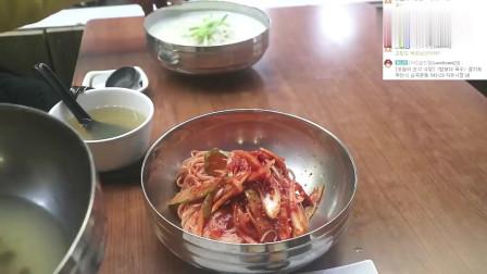 《韩国农村美食》乡下小伙子下馆子,海鲜粉丝+经典寿司,一个人吃得津津有味