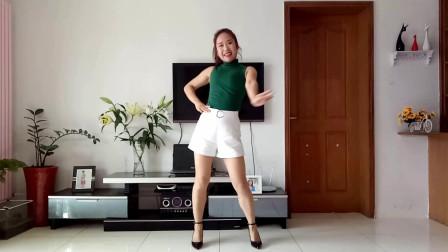 点击观看《京京学跳舞蹈喝的不是酒是感情 杨丽萍广场舞编舞》