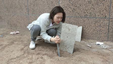 丈夫去世后,妻子梦见丈夫再婚,生气挖开坟墓后当场吓晕!
