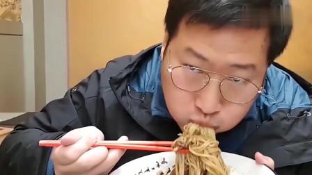 《韩国农村美食》乡下小伙的日常,中国饭店吃中国炸酱面,太好吃了,吃好几碗