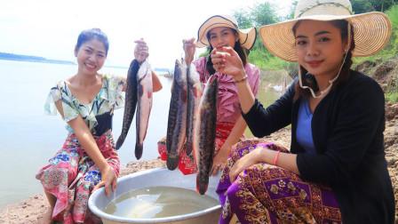 农村姑娘做野外美食,五条黑鱼油锅里炸,拌着生菜一起吃,太香了