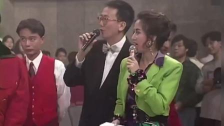 """当年王菲和林忆莲花式唱歌,两人""""追""""麦克风唱歌,看一次笑一次"""