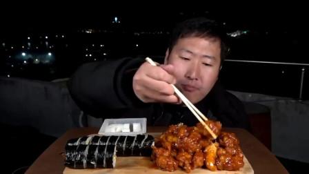 《韩国农村吗美食》宵夜吃炸年糕和寿司,香甜可口真享受,小伙挺会吃