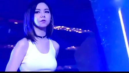 王杰的一首经典老歌,她翻唱很成功,太好听了!