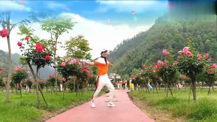 广场鬼步舞《你牛什么牛》公园景美舞也美,简单好学,一起来跳舞