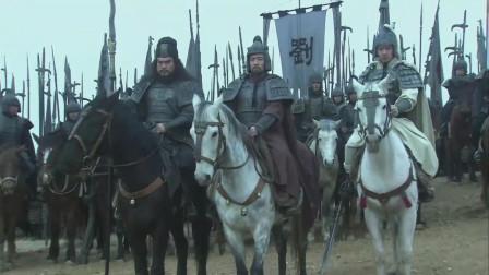 《三国》刘备带领张飞与赵云阻挡曹操大军,三人并排,曹操五子良将不敢向前