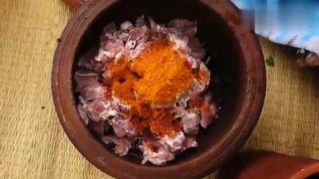 这就是印度美食,瓦锅烹饪咖喱羊肉饭,你们喜欢吃吗?