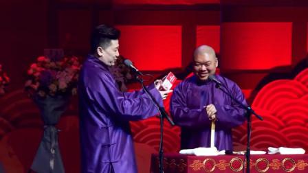张鹤伦拿着粉丝送的礼物对郎鹤焱说:你吃这个吧,吃完能长头发,哈哈哈