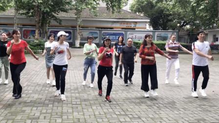 点击观看《鬼步舞2步舞 0基础好学曳步舞非常流行》