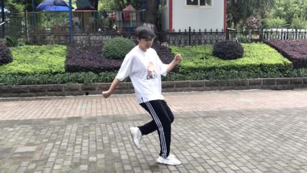 鬼步舞视频大全 白衣小伙飘逸曳步舞真好看