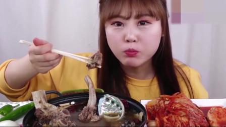 韩国吃货大胃王,吃排骨、鲍鱼、辣白菜,看这吃相,太过瘾了