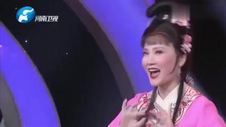张晓英又出来给大家表演节目了,众星云集,这小品爆笑全场!
