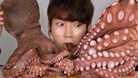 吃货小哥吃超级大的章鱼,这么硬核的章鱼能吃多少呢?看小哥给你变戏法
