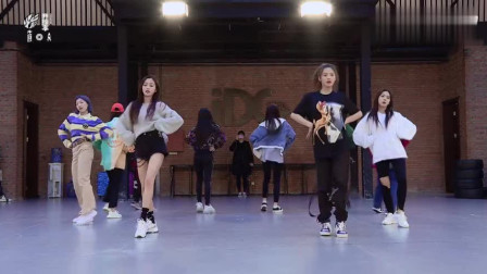 火箭少女:演唱会彩排花絮,练习室舞蹈公开,孟美岐跳舞是真帅!