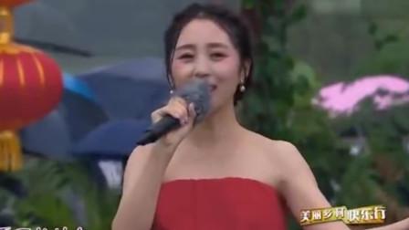 多少歌手都曾翻唱《女儿情》却始终无法超越,却被云飞妻子超越了