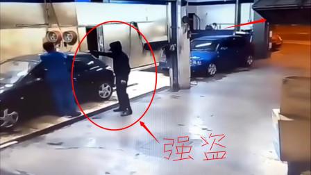最悲催的强盗,抢劫洗车店不成,反被堵门里做了免费劳工
