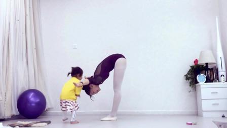 点击观看《青青世界舞蹈基本功练习 史上最养眼的舞蹈基本功》