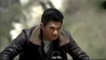 向着炮火前进:吴奇隆骑着摩托车,用加特林杀了一车鬼子