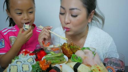 国外小姐姐,和女儿一起吃美食,小姑娘真可爱