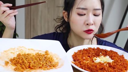 韩国吃货小姐姐,超辣火鸡面吃的超过瘾,一口接着一口,看着都流口水