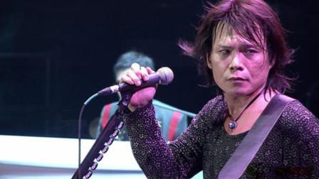 真正的天王歌手伍佰,一场演唱会万人合唱,忍着眼泪听到了最后!