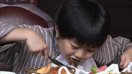 穷姐弟第一次吃西餐,结果两人狼吞虎咽啃牛排,真是两个小吃货!