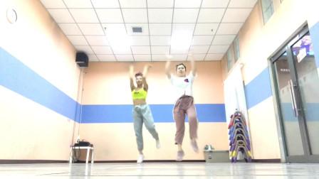 点击观看《爵士舞男女双人混跳 双人爵士舞《gogobabe》》