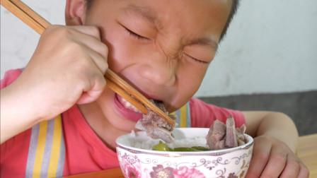 农村媳妇煮排骨汤,加了新鲜的佛手瓜,孩子吃得好满足