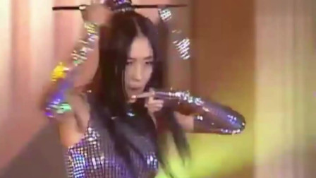李贞贤永远的电音女王,扇子破裂的那一刻,场面瞬间尴尬了