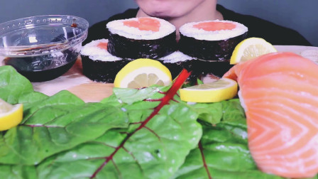 ASMR韩国吃货小哥, 吃超大块三文鱼寿司, 挤上柠檬汁, 酸甜鲜美