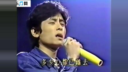 1989年风华绝代现场,王杰成名曲之一《孤星》,此时嗓音清澈嘹亮