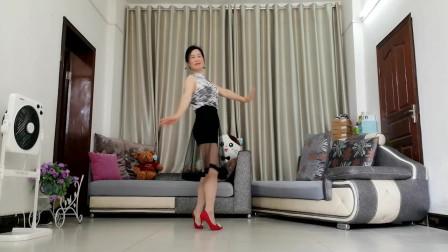 点击观看《适合各种女人舞蹈 优雅莹莹健身舞越想念越孤单》