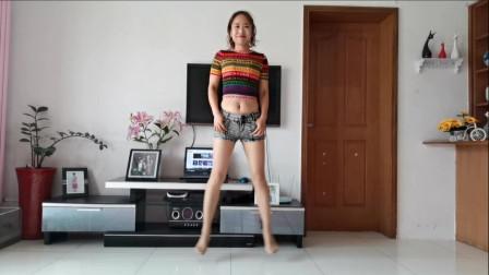 点击观看《简单好跳弹跳舞 京京家中露脐装插兜跳欧皇32步》