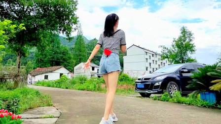 点击观看农村妇女跳舞 网红舞曲天蓬大元帅视频