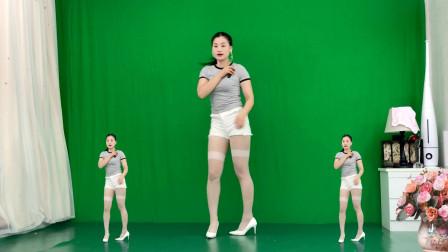 点击观看《简单无基础广场舞三月里的小雨 农村妇女无特效健身舞身材真好》