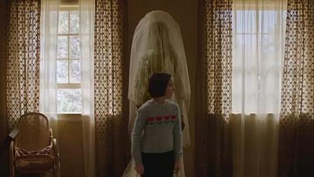 《安娜贝尔3:回家》中字预告,安娜贝尔唤醒了馆内所有的恶灵