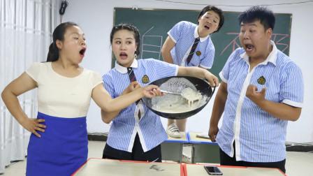 老师出题只字加一笔,写出来的奖励炒酸奶,没想学生直接对锅吃