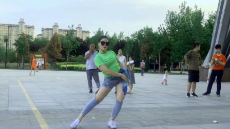 好学无基础舞蹈 青青世界广场学跳健康流行舞
