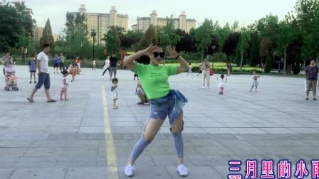 点击观看《青青世界广场尬舞 无基础好学舞蹈一看就会》