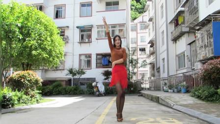 入门广场舞恰恰孤单的人唱寂寞的歌 神农舞娘走出室外跳舞