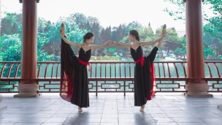 点击观看《中国舞左手指月舞蹈视频》