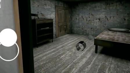恐怖老奶奶:修女来奶奶家串门,结果躺地上睡着了